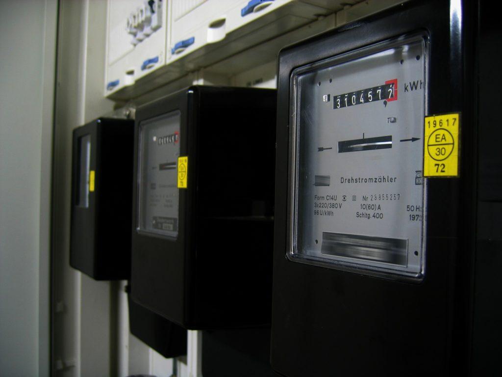 Bild zeigt Drehstromzähler - Energiverbrauch mit Smart Home DONEXON senken