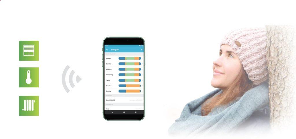 Bild zeigt Symbole zur Temperatursteuerung von Heizungen mit Hilfe der DONEXON App Smart Home und eine junge Frau, die an einem Baum lehnt und ein gutes Gewissen hat aktiv mit Smart Home für den Klimaschutz eine Beitrag zu leisten